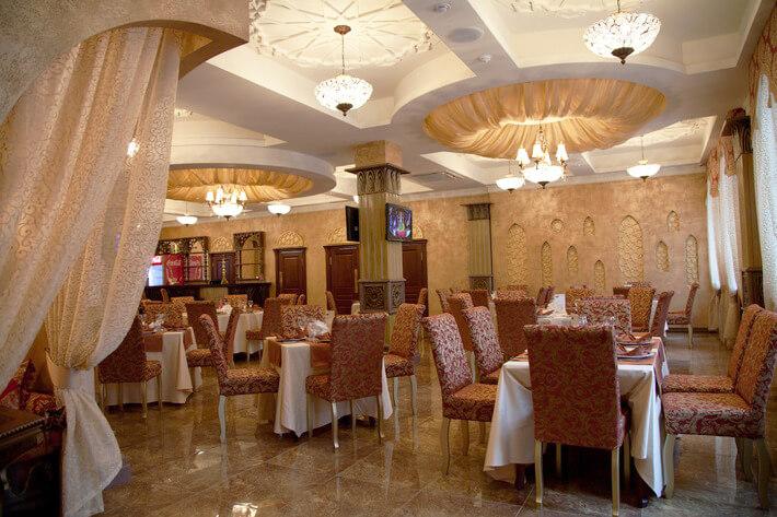 Общественный центр для обслуживания гостиницы «Сулейман Палас» по ул.Петербургская, 55 в г.Казани